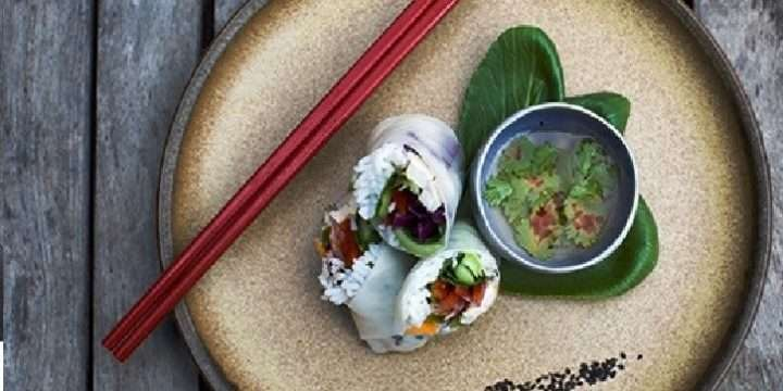 Chicken and crispy vegetable rice paper rolls with chilli and lime dipping sauce
